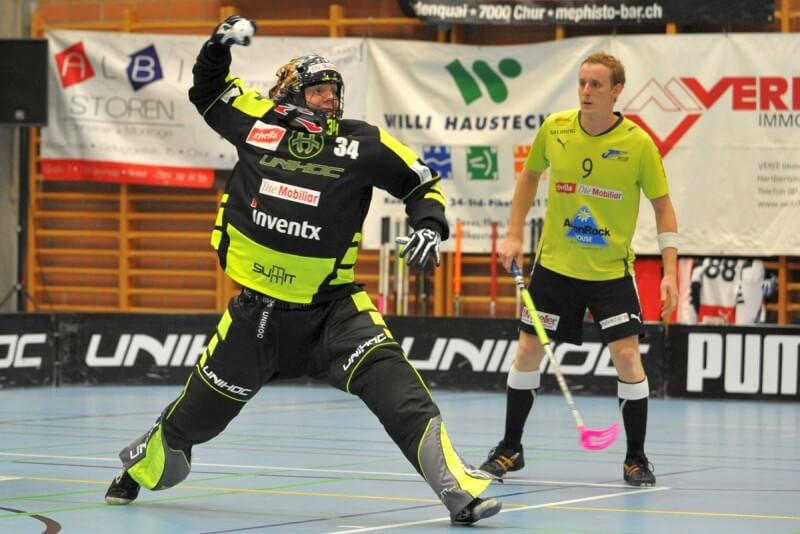 Floorball_ThrowOut_01